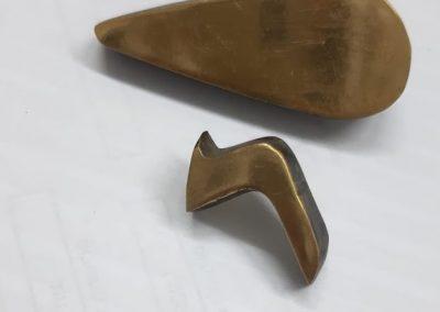 אות מצופה גוון זהב