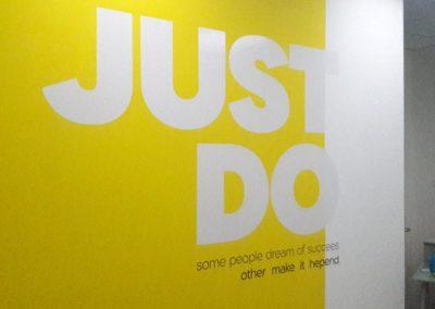 מדבקות-קיר למיתוג משרד just do