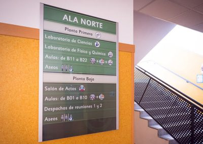שלטי פנלים למספר משרדים בקומה