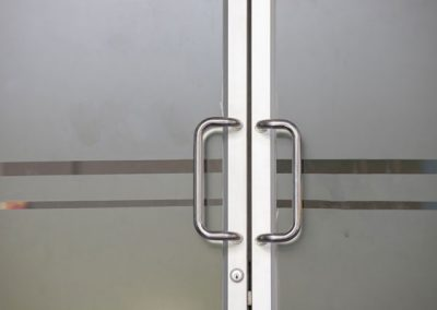 עיטוף דלתות למשרדים